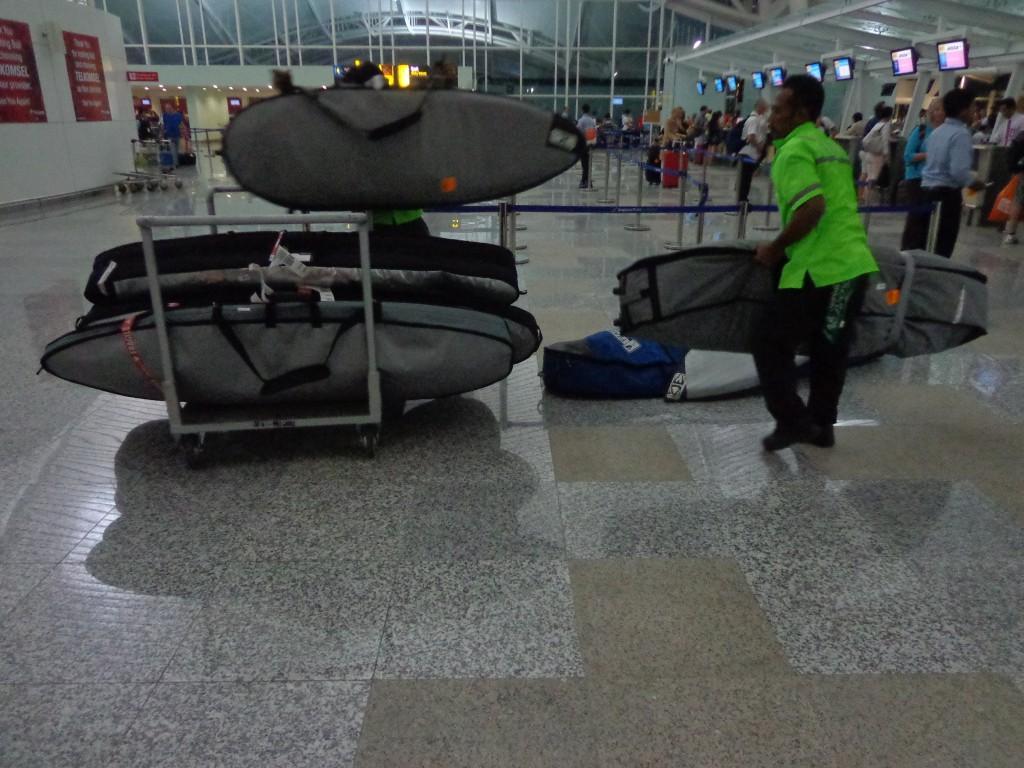 planche surf aéroport